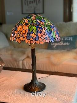 VINTAGE TIFFANY STYLE Wisteria STAINED GLASS LAMP